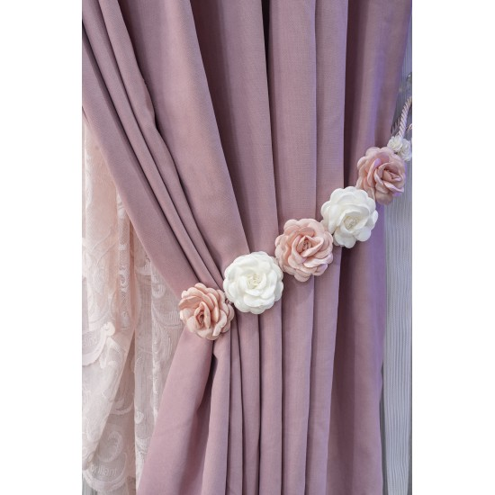 Accessory for curtains with flowers in pink and white