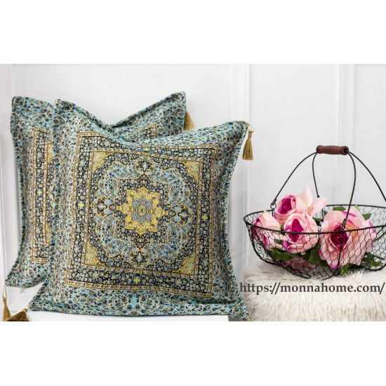 Decorative pillow in oriental style
