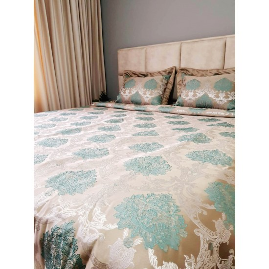 Luxury set with shawl and two decorative pillowcase in green and golden